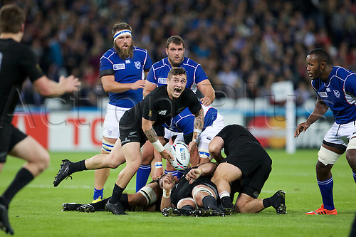 24.09.2015. Olympic Stadium, London, England. Rugby World Cup. New Zealand versus Namibia. New Zealand All Black scrum-half TJ Perenara passes the ball.