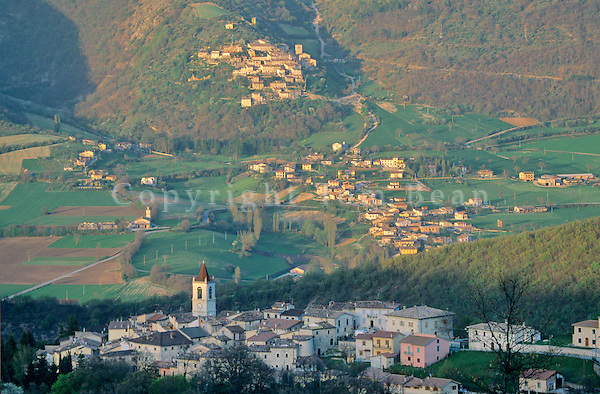 Mountain village of Todiano in the Sibillini Mountains, northwest of Norcia, Umbria, Italy, AGPix_0093 .