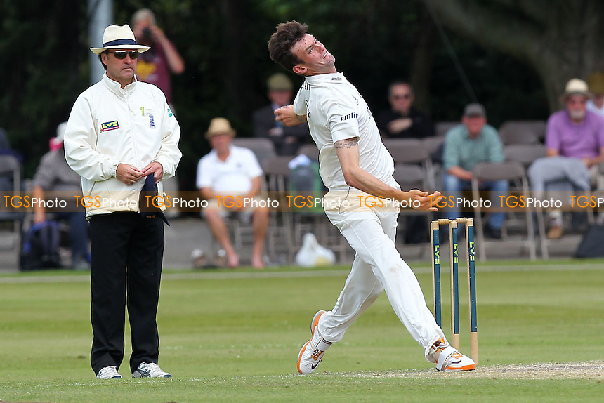Reece Topley in bowling action for Essex - Derbyshire CCC vs Essex CCC - LV County Championship Division Two Cricket at Queen's Park, Chesterfield - 09/07/14 - MANDATORY CREDIT: Gavin Ellis/TGSPHOTO - Self billing applies where appropriate - 0845 094 6026 - contact@tgsphoto.co.uk - NO UNPAID USE