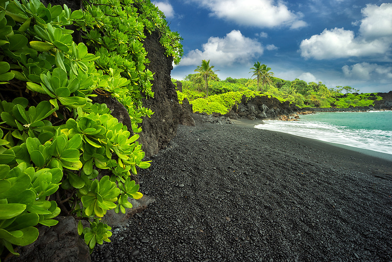 Pa'iloa Black Sand Beach at Wai'anapanapa State Wayside Park. Maui, Hawaii