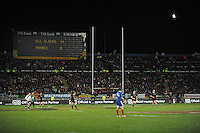 Dan Carter takes a penalty attempt during the international rugby match between the New Zealand All Blacks and France at Yarrow Stadium, New Plymouth, New Zealand on Saturday, 21 June 2013. Photo: Dave Lintott / lintottphoto.co.nz