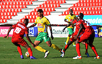 IBAGUE -COLOMBIA, 18-09-2016 .Acción de Juego entre Huila y Rionegro Águlas durante  el encuentro  por   la fecha 13 Liga Aguila II 2016 disputado en el estadio Murillo Toro./ Action game between Huila and Rionegro Águilas    during match for the  date 13 for Aguila League II 2016 played at Murillo Toro stadium. Photo:VizzorImage / Juan Carlos Escobar  / Contribuidor