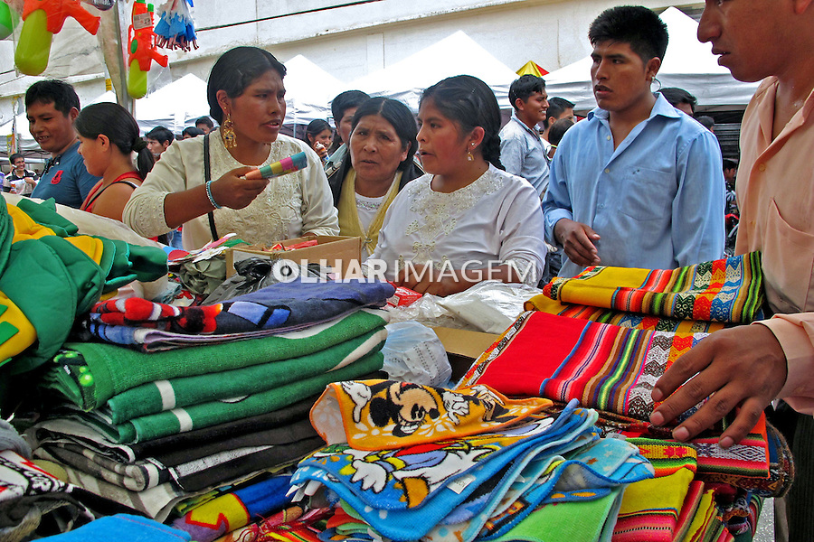 Feira de imigrantes bolivianos na Praça Kantuta. São Paulo. 2013. Foto de Marcia Minillo.