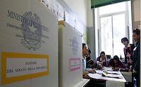 ELEZIONI OPERAZIONI DI VOTO.FOTO CIRO DE LUCA