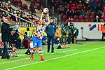 Einwurf der Mainzer Daniel Brosinski beim Spiel in der Fussball Bundesliga, 1. FSV Mainz 05 - Bayer 04 Leverkusen (dunkel).<br /> <br /> Foto &copy; PIX-Sportfotos *** Foto ist honorarpflichtig! *** Auf Anfrage in hoeherer Qualitaet/Aufloesung. Belegexemplar erbeten. Veroeffentlichung ausschliesslich fuer journalistisch-publizistische Zwecke. For editorial use only. DFL regulations prohibit any use of photographs as image sequences and/or quasi-video.