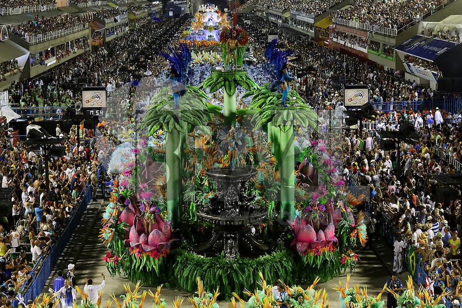 RIO DE JANEIRO, RJ, 16.02.2015 - CARNAVAL 2015 - RIO DE JANEIRO - GRUPO ESPECIAL / PORTELA - Integrantes da escola de samba Portela durante desfile do grupo especial do Carnaval do Rio de Janeiro, na noite desta segunda-feira, 16. (Foto: Gustavo Serebrenick / Brazil Photo Press)
