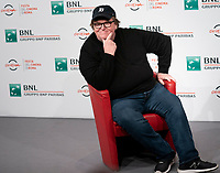 "Il documentary filmmaker Michael Moore posa durante un photocall per il film ""Fahrenheit 11/9 "" al Festival Internazionale del Film di Roma, 20 ottobre 2018.<br /> US documentary filmmaker Michael Moore poses during a photocall for the film ""Fahrenheit 11/9"" during the international Rome Film Festival at Rome's Auditorium, on October 20, 2018.<br /> UPDATE IMAGES PRESS"
