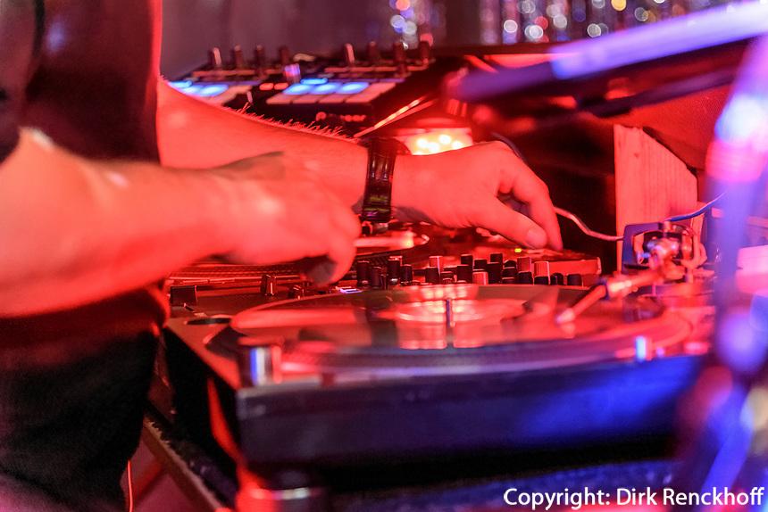 GlitzerGlitzer Party mit DJ WELL-G, Club und Disco Gr&uuml;ner J&auml;ger,  Neuer Pferdemarkt 36, Hamburg St. Pauli, Deutschland, Europa<br />  DJ WELL-G, GlitzerGlitzer Party, Club and Disco Gr&uuml;ner J&auml;ger,  Neuer Pferdemarkt 36, Hamburg St. Paul, Germany, Europe