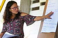 A economista Laura Rocha Santos durante a Oficina Gestão de Empreendimentos Comunitarios, conduzida por ela durante o  8 Encontrão dos Protocolos Comunitários do Bailique, foz do Amazonas.<br /> Comunidade do Arraiol, Arquipélago do Bailique , Amapá, Brasil.<br /> Foto Paulo Santos