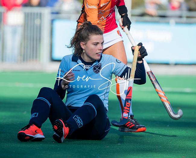 Laren - Pam van Asperen (Lar) tijdens de Livera hoofdklasse  hockeywedstrijd dames, Laren-Oranje Rood (1-3).  COPYRIGHT KOEN SUYK