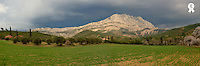 France, Provence, Montagne Sainte-Victoire, panoramic view (Licence this image exclusively with Getty: http://www.gettyimages.com/detail/200555825-001 )