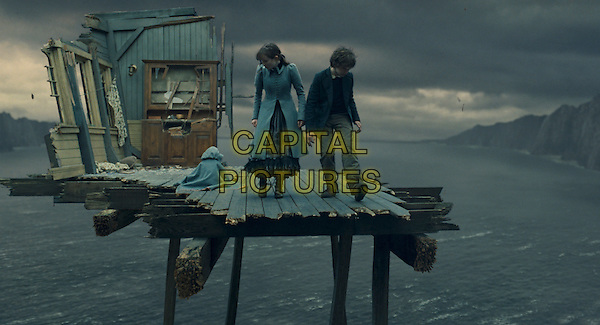 KARA/SHELBY HOFFMAN, EMILY BROWNING & LIAM AIKEN.in Lemony Snicket's A Series OF Unfortunate Events.Filmstill - Editorial Use Only.CAP/AWFF.supplied by Capital Pictures.