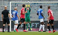 Parade Torwart Marcel Schuhen (SV Darmstadt 98)<br /> <br /> - 14.06.2020: Fussball 2. Bundesliga, Saison 19/20, Spieltag 31, SV Darmstadt 98 - Hannover 96, emonline, emspor, <br /> <br /> Foto: Marc Schueler/Sportpics.de<br /> Nur für journalistische Zwecke. Only for editorial use. (DFL/DFB REGULATIONS PROHIBIT ANY USE OF PHOTOGRAPHS as IMAGE SEQUENCES and/or QUASI-VIDEO)