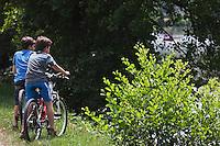 Europe/France/Aquitaine/24/Dordogne/Périgueux: Détente sur  la voie verte qui longe l'Isle et traverse l'agglomération découverte  de la ville à vélo [Autorisation : 2011-114]