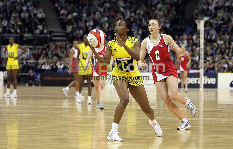 PICTURE BY BEN DUFFY/SWPIX.COM - Netball - The Co-Operative International Series - England v Jamaica, First Test - O2 Arena, London, England - 22/02/09...Copyright - Simon Wilkinson - 07811267706...England's Jade Clarke and Jamaica's Nadine Bryan.