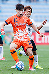 Jeju United Midfielder Lee Changmin (L) fights for the ball with Urawa Reds Midfielder Komai Yoshiaki (R) during the AFC Champions League 2017 Round of 16 match between Jeju United FC (KOR) vs Urawa Red Diamonds (JPN) at the Jeju Sports Complex on 24 May 2017 in Jeju, South Korea. Photo by Yu Chun Christopher Wong / Power Sport Images