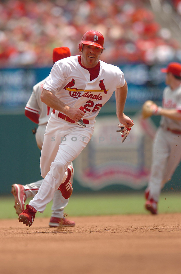 SCOTT SPIEZIO, of the St. Louis Cardinals, in action during the Cardinals game against the Philadelphia Phillies   in St. Louis, Missouri  on June 23,  2007...Cardinals win 8-3...CHRIS BERNACCHI/ SPORTPICS.
