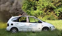 Brennendes Auto beim Übungszenario - Messel/Egelsbach 12.05.2018: Feuerwehr-Großübung im Wald