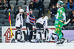 Stockholm 2014-01-10 Bandy Elitserien Hammarby IF - Sandvikens AIK :  <br />  domare Peter &Ouml;hrlund kallar p&aring; sjukv&aring;rdare n&auml;r Sandvikens Magnus Muhr&eacute;n har skadat sig i den andra halvleken<br /> (Foto: Kenta J&ouml;nsson) Nyckelord:  skada skadan ont sm&auml;rta injury pain