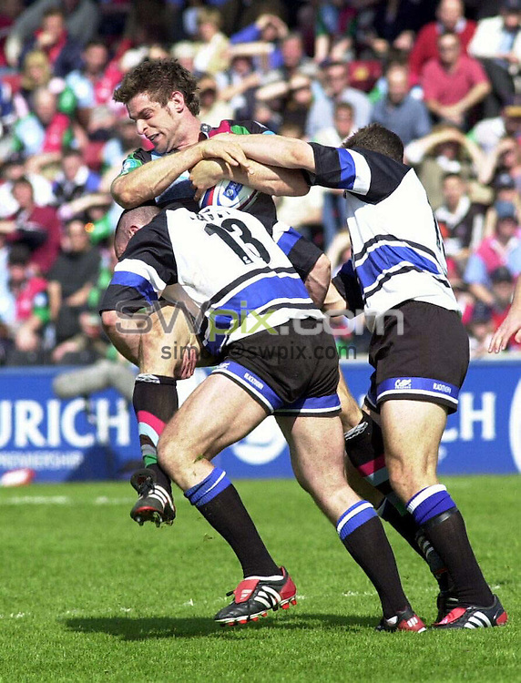 PIX: Rugby. Zurich Premiership. Harlequins-Bath, The Stoop, 2/05/2004..COPYRIGHT PICTURE>> SIMON WILKINSON>>0870 092 0092>>..Spencer Davy and Olly Barkley tackle Harlequins' Rob Jewell.