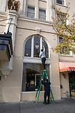 USA, Oregon, Ashland, washing windows at the Ashland Springs Hotel