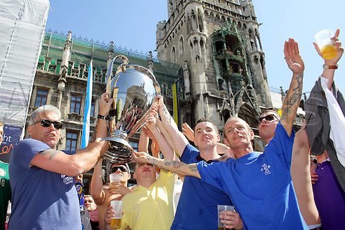 19.05.2012. Munich, Germany.  Fans of Bayern and Chelsea   celebrate together at the UEFA Champions League Final Munich