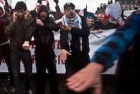 manifestanti e simboli estrema destra