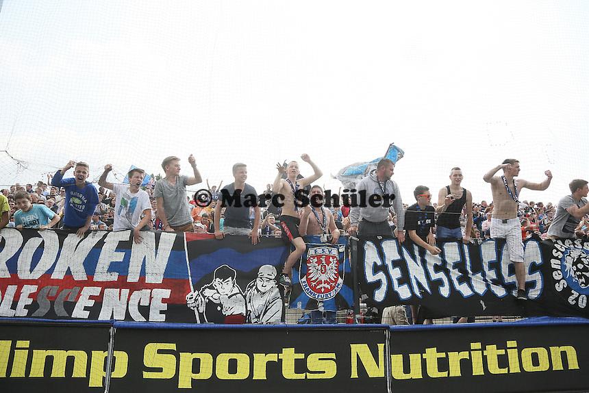Siegesjubel FSV Frankfurt Fans - FSV Frankfurt vs. FC Energie Cottbus, Frankfurter Volksbank Stadion