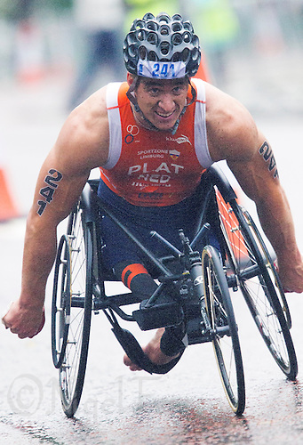 13 SEP 2013 - LONDON, GBR - Jetze Plat (NED) of the Netherlands makes his way round the wheelchair course during the men's TRI-1 category race at the ITU 2013 World Paratriathlon Championships in Hyde Park in London, Great Britain (PHOTO COPYRIGHT © 2013 NIGEL FARROW, ALL RIGHTS RESERVED)
