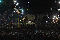 Milhares de peregrinos participam da trasladação uma outra grande procissão noturna que acontece as vésperas da maior procissão católica do Brasil, o Círio de Nossa Senhora da Nazaré, que este ano completa 225 anos. <br /> Durante o percurso com cerca de 4 km, os pagadores de promessas carregam réplicas de barcos, casas, partes do corpo humano feitas em cera, entre vários outros objetos, para agradecer ou pedir milagres a nossa Senhora de Nazaré.