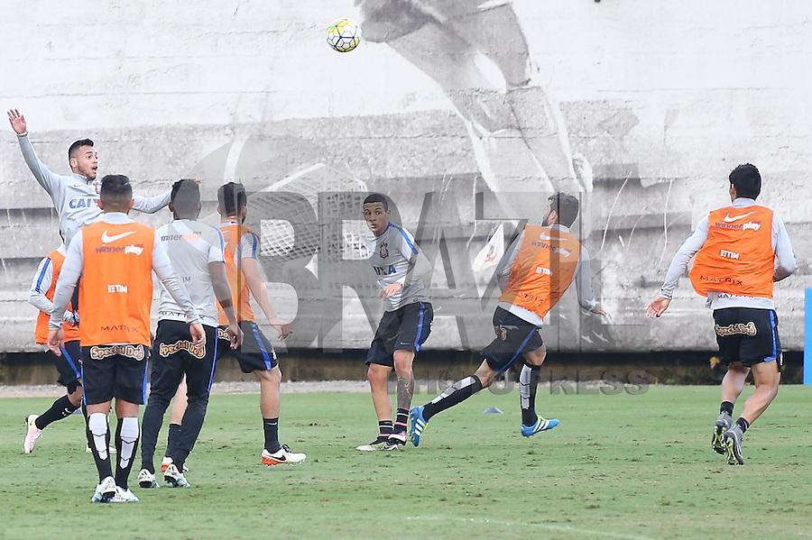 SÃO PAULO, SP, 12.05.2016 - FUTEBOL- CORINTHIANS -  jogadores durante treino no Centro de Treinamento Joaquim Grava na região leste da cidade de São Paulo nesta quinta-feira, 12. (Foto: Ale Meirelles/Brazil Photo Press)