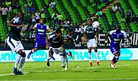 PALMIRA - COLOMBIA - 14 - 03 - 2018: Jose Sand (Cent.), jugador de Deportivo Cali, anota gol a Jose Fernando Cuadrado (Fuera de Cuadro), portero de Once Caldas, durante partido entre Deportivo Cali y Once Caldas de la fecha 8 por la liga Aguila I 2018, jugado en el estadio Deportivo Cali (Palmaseca) en la ciudad de Palmira. / Jose Sand (C) player of Deportivo Cali, scored goal to Jose Fernando Cuadrado (Out of Pic), goalkeeper of Once Caldas, during a match between Deportivo Cali and Once Caldas of the 8th date for the Liga Aguila I 2018, at the Deportivo Cali (Palmaseca) stadium in Palmira city. Photo: VizzorImage  / Nelson Rios / Cont.
