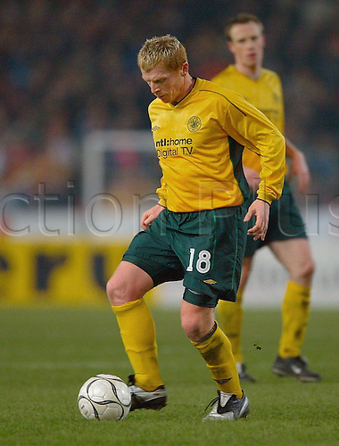 03 03 2003.  Celtic Glasgow Neil Lennon goes forward with the ball