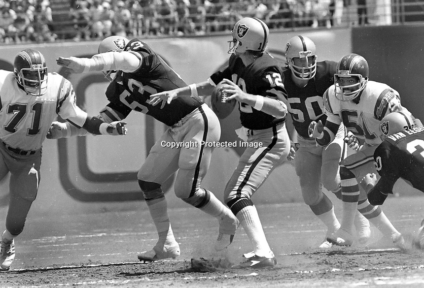 Raiders Ken Stabler passing against the San Diego,Chargers, #71...and #51.... guarded by Gene Upshaw and Dave Dalby...        ( 1978 photo/Ron Riesterer)