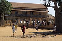Afrique/Afrique de l'Ouest/Sénégal/Gorée : Football sur la place