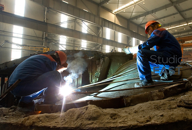 Workers build a cast for a propeller in Wartsila CME factory in Zhenjiang, Jiangsu province, China, on January 14, 2010. Photo by Lucas Schifres/Pictobank