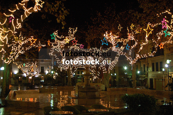 Illuminated Christmas decoration at the trees of the main square in S&oacute;ller at night<br /> <br /> Decoraci&oacute;n de navidad iluminada en los &aacute;rboles  de la Plaza de S&oacute;ller por la noche<br /> <br /> Beleuchtete Weihnachtsdekoration an der B&auml;umen um die Plaza in S&oacute;ller bei Nacht<br /> <br /> 3008 x 2000 px<br /> 150 dpi: 50,94 x 33,87 cm<br /> 300 dpi: 25,47 x 16,93 cm