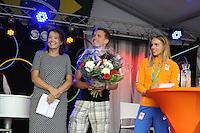 ZEILEN: WARTEN: 27-08-2016, Huldiging Marit Bouwmeester, Marit met broer Roelof, ©foto Martin de Jong