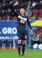 FUSSBALL   1. BUNDESLIGA  SAISON 2011/2012   23. Spieltag FC Augsburg - Hertha BSC Berlin          25.02.2012 Felix Bastians  (Hertha BSC Berlin)