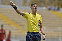 BOGOTÁ -COLOMBIA, 10-04-2016. Lee Van Suarez, arbitro, durante el encuentro entre La Equidad y Rionegro Águilas por la fecha 12 de la Liga Águila I 2016 jugado en el estadio Metropolitano de Techo de la ciudad de Bogotá./ Luis Sanchez, referee, during the match between La Equidad and Rionegro Aguilas for the date 12 of the Aguila League I 2016 played at Metropolitano de Techo stadium in Bogotá city. Photo: VizzorImage/ Gabriel Aponte / Staff