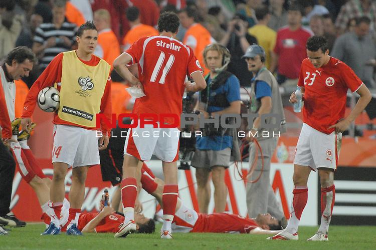 FIFA WM 2006 -  Round of Sixteen - / Viertelfinale <br /> Play    #54  (26. Juni ) Schweiz - Ukraine<br /> <br /> Die Schweizer Spieler vor der Verl&permil;ngerung.<br /> <br /> Foto &copy; nordphoto