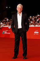 "L'attore statunitense Richard Gere sul red carpet per la presentazione del film ""Time Out of Mind"" al Festival Internazionale del Film di Roma, 19 ottobre 2014.<br /> U.S. actor Richard Gere poses on the red carpet to present the movie ""Time Out of Mind"" during the international Rome Film Festival at Rome's Auditorium, 19 October.<br /> UPDATE IMAGES PRESS/Riccardo De Luca"