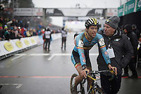 Tom Meeusen (BEL/Telenet-Fidea) is greeted by his team manager Hans van Kasteren<br /> <br /> Men's Elite Race<br /> <br /> UCI 2016 cyclocross World Championships,<br /> Zolder, Belgium