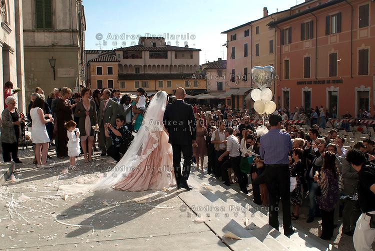 Pietrasanta (LU), matrimonio in piazza Duomo.<br /> Pietrasanta (LU), wedding in piazza Duomo.
