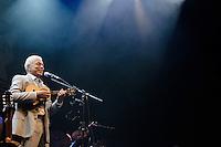 SÃO PAULO, SP, 23.10.2014 - SHOW PAULINHO DA VIOLA: O cantor e compositor Paulinho da Viola durante show de comemoração dos 50 anos de sua carreira, na noite deste sabado (01) no HSBC Brasil em São Paulo. (Foto: Levi Bianco - Brazil Photo Press)