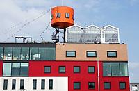 Nederland - Amsterdam - 2018.  Amsterdam Noord.  In een glazen kas bovenop een kantorencomplex huist HoogtIJ; een evenementenruimte met uitzicht over de skyline van Amsterdam. HoogtIJ in Amsterdam is een plek waar natuur, cultuur en events op grote hoogte samenkomen.  Foto Berlinda van Dam / Hollandse Hoogte.