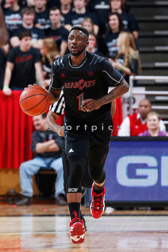 CINCINNATI, OH - JANUARY 7: Cashmere Wright #1 of the Cincinnati Bearcats brings the ball up court against the Notre Dame Fighting Irish during the game at Fifth Third Arena on January 7, 2013 in Cincinnati, Ohio. Notre Dame won 66-60. Cashmere Wright