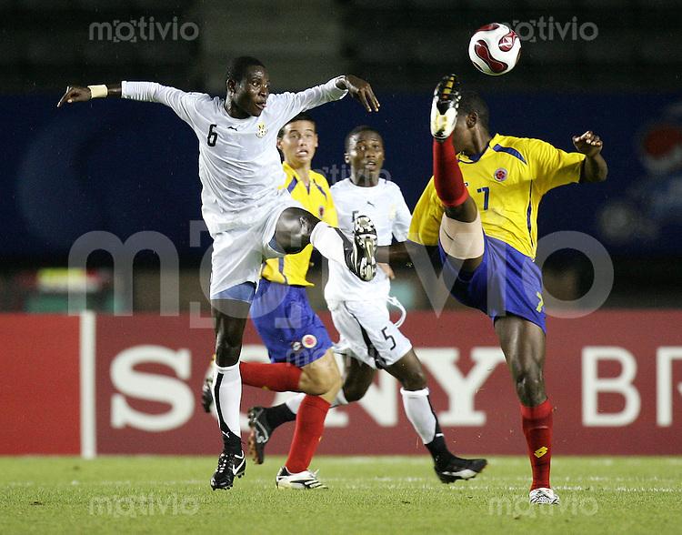 Fussball International U17 WM Korea  Kolumbien - Ghana Colombia - Ghana Christian Nazarith (COL, re.) gegen Tetteh Nortey (GHA)