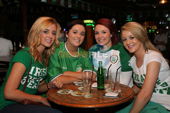 Cherrie Callan, Ellen Cummins, Lynne Carolan and Sinead Levins watching the Ireland Italy Match in McPhails in Drogheda....Photo NEWSFILE/Jenny Matthews.