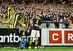 Solna 2015-10-04 Fotboll Allsvenskan AIK - Malm&ouml; FF :  <br /> AIK:s Nils-Eric Johansson med sin son framf&ouml;r AIK:s supportrar efter matchen mellan AIK och Malm&ouml; FF <br /> (Foto: Kenta J&ouml;nsson) Nyckelord:  AIK Gnaget Friends Arena Allsvenskan Malm&ouml; MFF supporter fans publik supporters son s&ouml;ner barn
